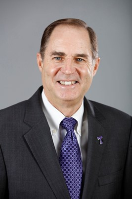 Texan basketball coach Lonn Reisman won't let cancer beat his season